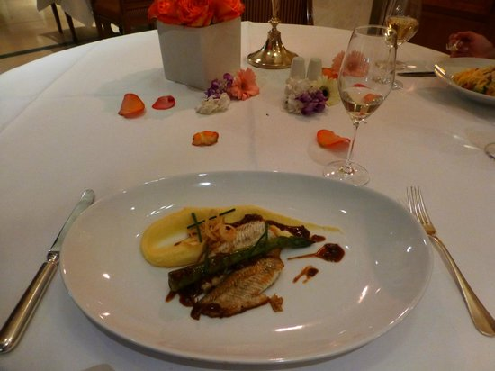 Restaurant Quarre: Fish fillet (small portion)