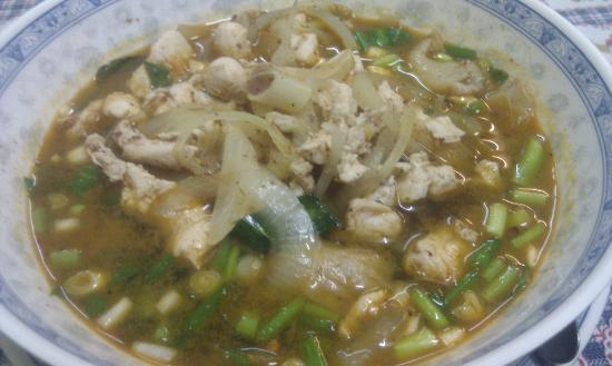 Top Garden Boutique Guesthouse: Chit Chai Restaurant - recommended by Thunya. Spicy Northern Thai Chicken Tom Yam.