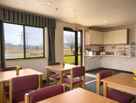 Travelodge Hudsonville : Breakfast Area