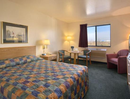 Travelodge Hudsonville : Standard Queen Bed Room