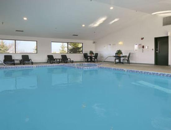 Travelodge Hudsonville: Pool