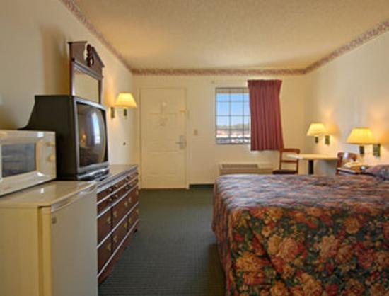 Super 8 Talladega AL: Queen Bed Room with Micro/Fridge