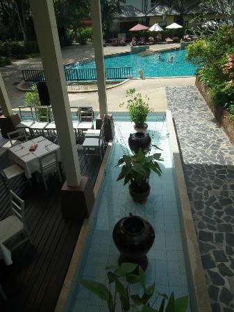 Krabi La Playa Resort : View of pool & dining area