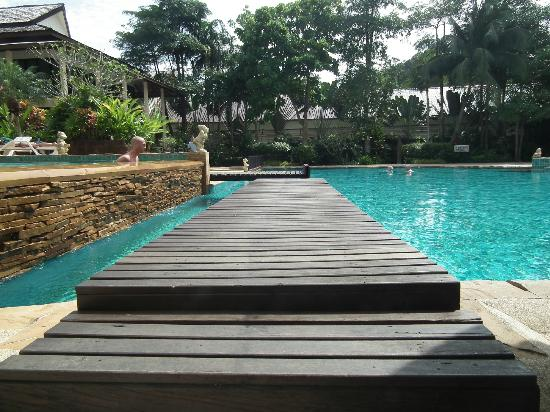 Krabi La Playa Resort: Pool area leading to dining room