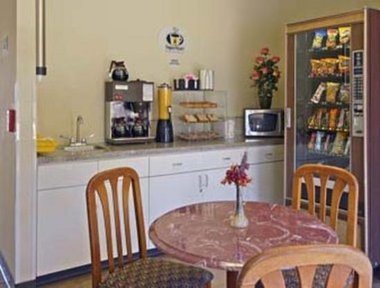 Super 8 Waxahachie TX: Breakfast Area