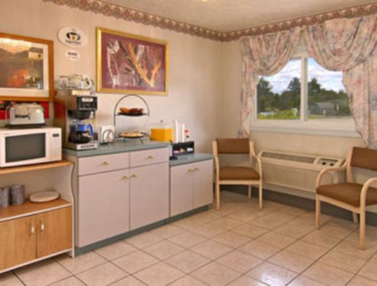 Super 8 Wooster: Breakfast Area