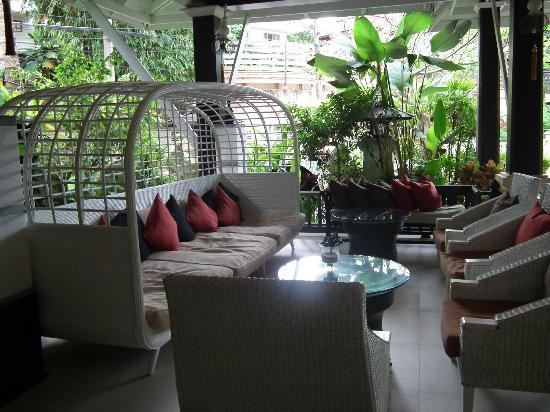 Krabi La Playa Resort: Reception seating