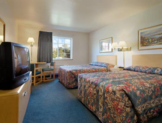 Super 8 Ava Mo: Standard Two Double Bed Room
