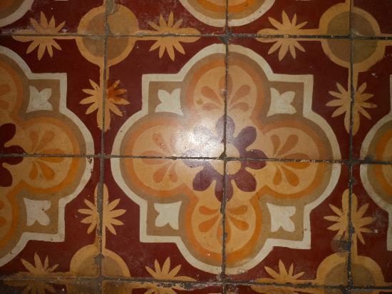 فيلا هيرينكا هوتل: Floor tile of our bathroom 