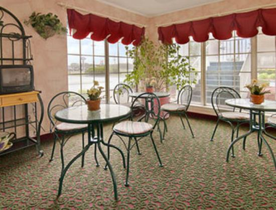 Americas Best Value Inn- Edenton: Breakfast Area