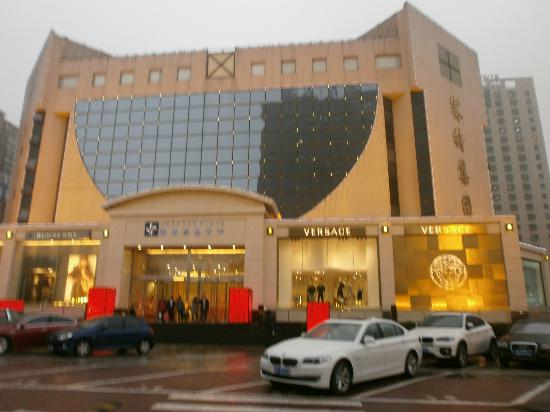 this is a shopping center you can walk to versace store. Black Bedroom Furniture Sets. Home Design Ideas