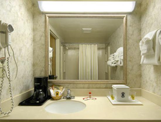 Super 8 Miamisburg Dayton S Area OH : Bathroom