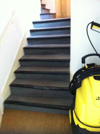 Hotel Exelmans: Couloir et escalier servant de remise