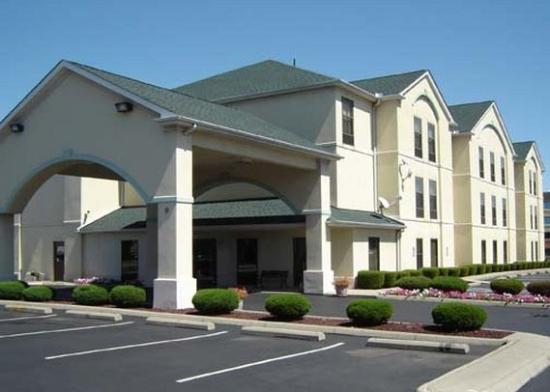 ‪‪Quality Inn & Suites Columbus‬: Exterior‬