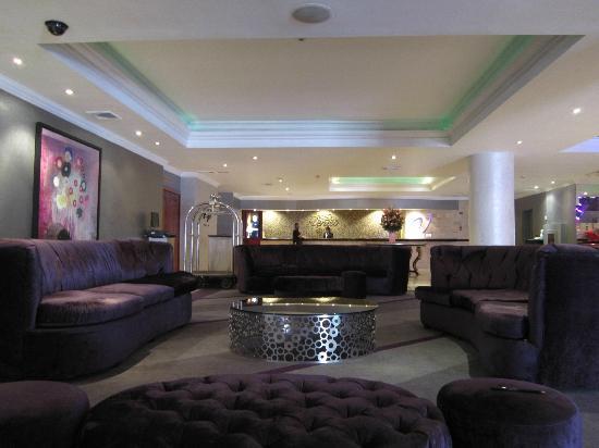 Veneto Hotel & Casino: Lobby, Recepción y Botones
