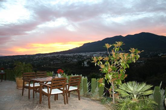 B&B Guesthouse Casa Don Carlos: Watching the sun rise over breakfast
