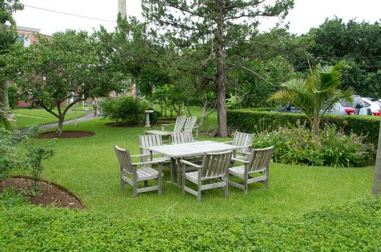 Royal Palms Hotel: Lot of garden space in the hotel