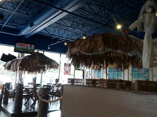 Hurricane Grill & Wings: Straw umbrellas in the dining area