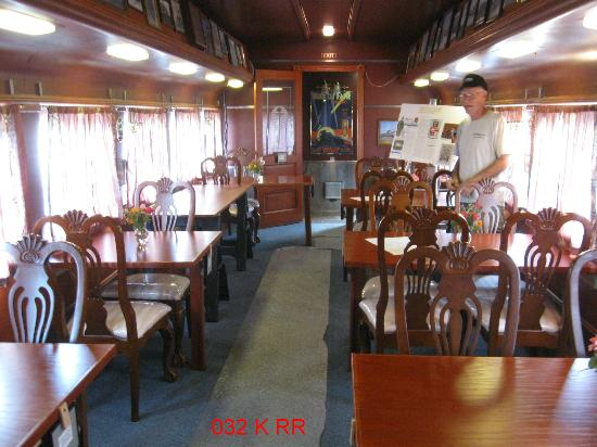 Kankakee Railroad Museum: Inside the Museum Carriage