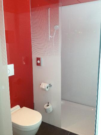 Agora Swiss Night: WC/shower unit