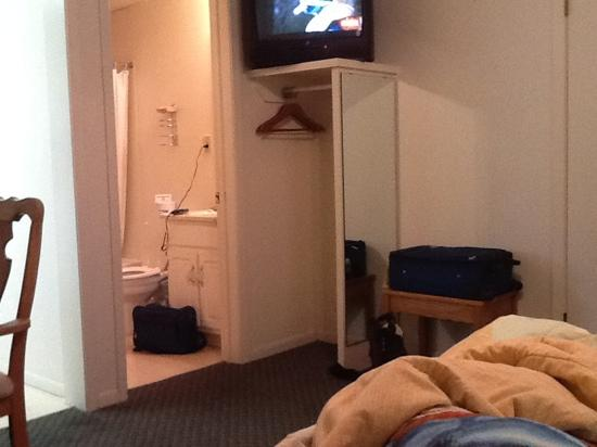 Hotel Kitsmiller on Main: view frombed to tv/ bathroom area