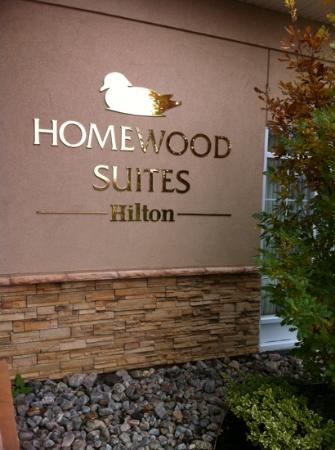 Homewood Suites by Hilton Cambridge-Waterloo, Ontario: Entrance door sign.