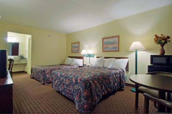 Royal Inn Indianapolis / Speedway: Two Double Beds