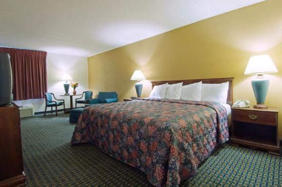 Royal Inn Indianapolis / Speedway: One King Bed