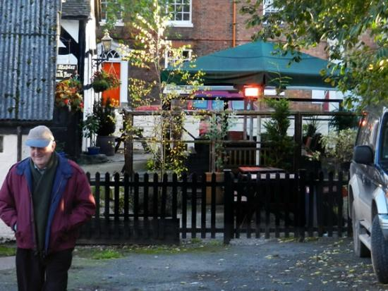 Rear gate & outside seating: Chequers, Leominster