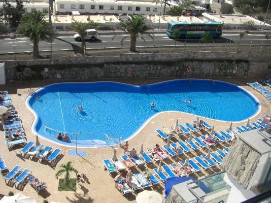 Revoli Aparthotel: View from reception balcony over pool area