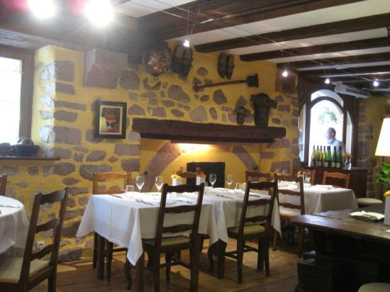 The rustic restaurant interior picture of au trotthus