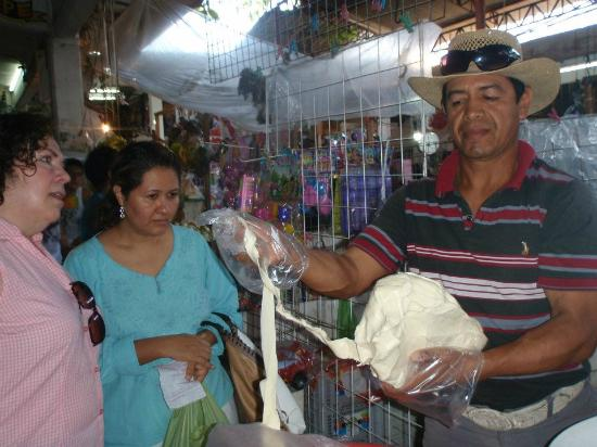 La Quinta Troppo: Shopping (Oaxaca strin cheese) for our cooking class
