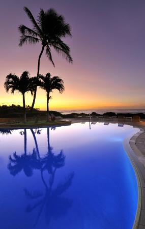 Whalers Cove Oceanfront Resort: Sunrise at the Pool