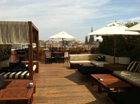 Hotel 1898: Rooftop lounge area
