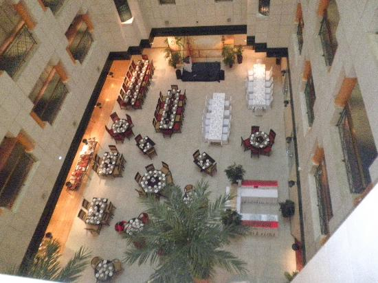 Crowne Plaza Abu Dhabi: The Garden Restaurant View high level room