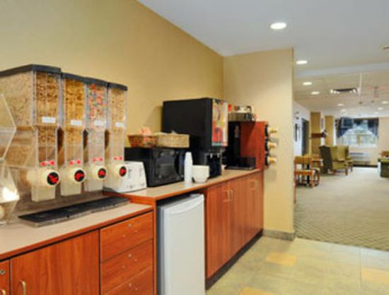 Parry Sound Inn and Suites: Breakfast Area