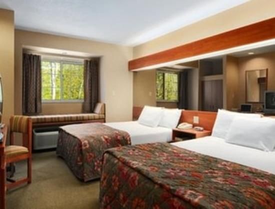 Parry Sound Inn and Suites: Guest Room With 2 Queen Beds