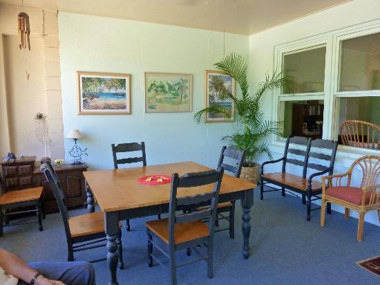 Poipu Plantation Resort: Breakfast Lounge