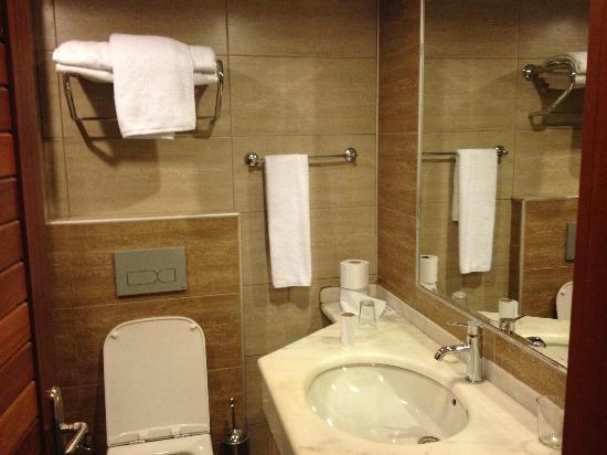 Fortuna Beach Hotel: Standard Bathroom