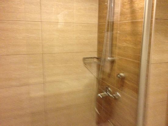 Fortuna Beach Hotel: Shower