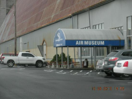 Tillamook Air Museum: Museum Entrance