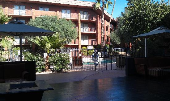 Holiday Inn & Suites Phoenix Airport North: Courtyard Area