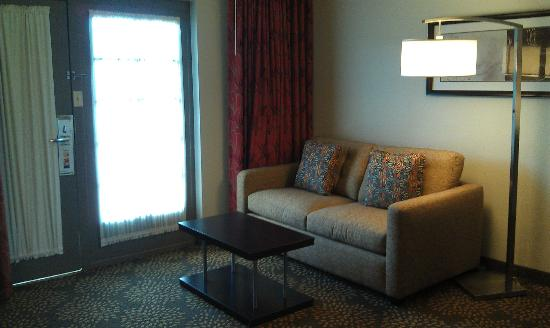 Holiday Inn & Suites Phoenix Airport North: Living Area