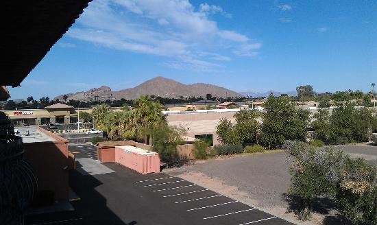 Holiday Inn & Suites Phoenix Airport North: Mountain Views
