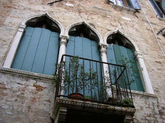 Palazzo Odoni: Beautiful Window as seen from the courtyard