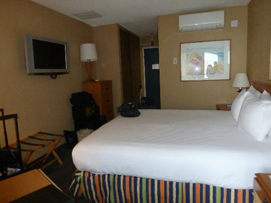Blue Sea Beach Hotel: Small room but totally comfertable