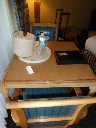 Blue Sea Beach Hotel: Little table