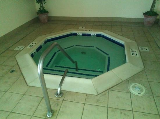 Comfort Inn: The hot-tub