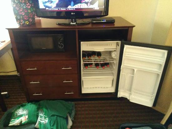Comfort Inn: Fridge in room...our own pop.