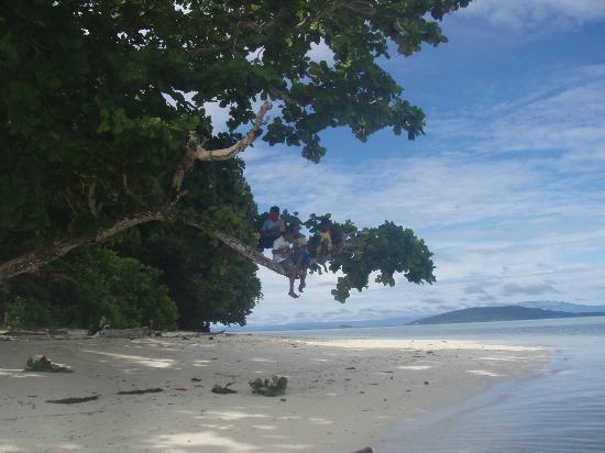 Kri Eco Resort: ballade aux alentours sur une autre ile